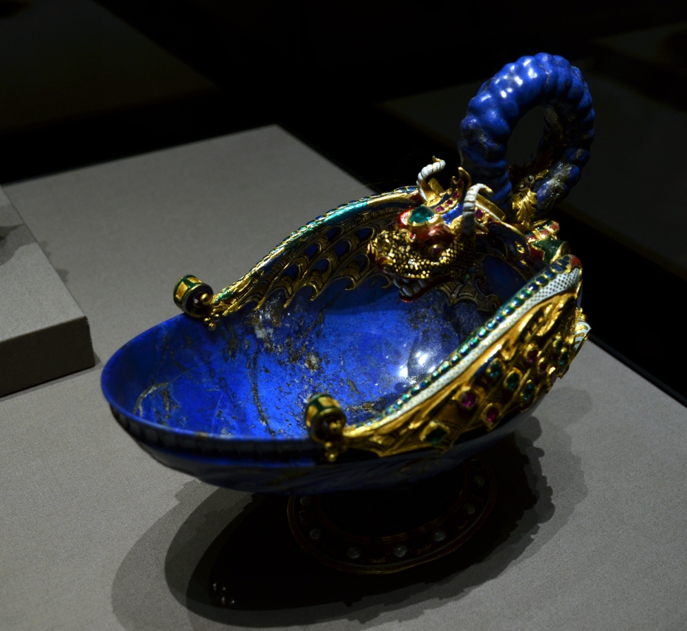 Kunsthistorisches_Museum_09_04_2013_Dragon_bowl_Miseroni